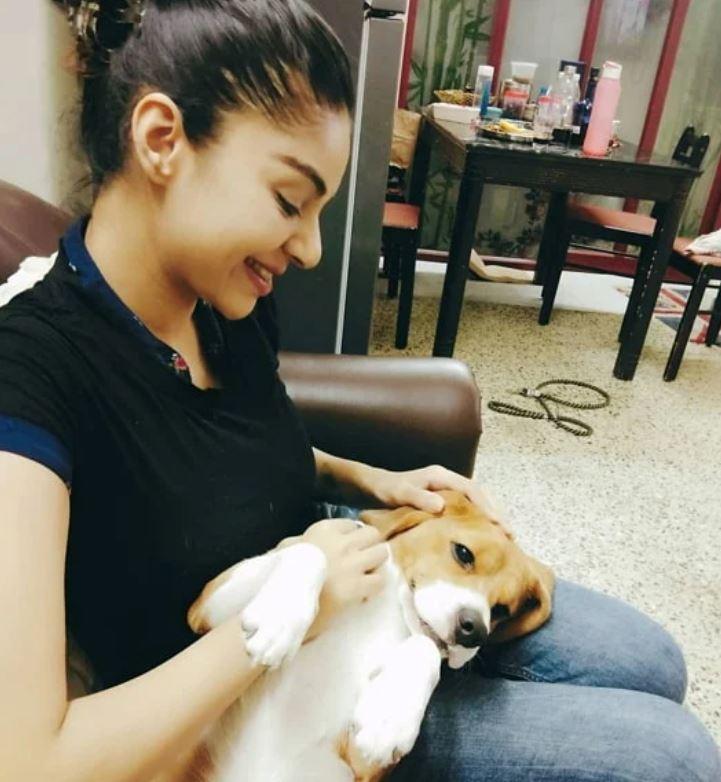 सनम शेट्टी अपने पालतू कुत्ते के साथ