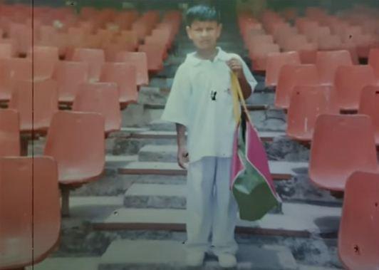 सौरभ कुमार अपने बचपन के दिनों में क्रिकेट के अभ्यास में