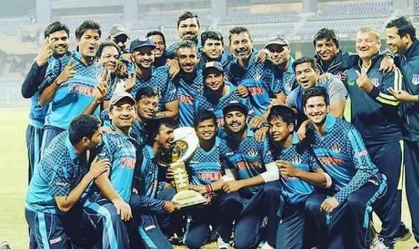 2015-16 में सैयद मुश्ताक अली ट्रॉफी में उत्तर प्रदेश टीम में सौरभ कुमार