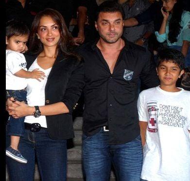 Seema Khan with her Husband and Children