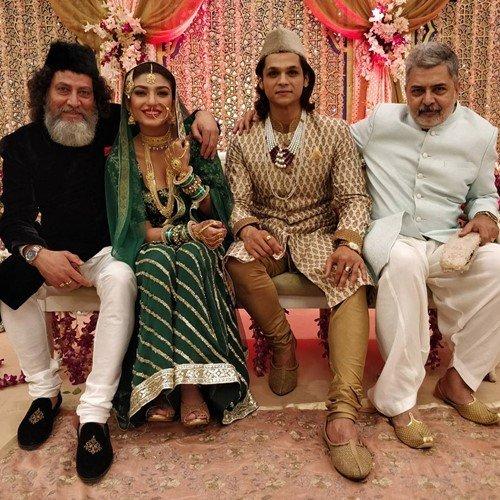 पिछले एपिसोड की शूटिंग के दौरान मिर्जापुर के कलाकारों के साथ शेरनवाज जिजिना