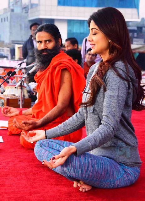 शिल्पा शेट्टी ने किया बाबा रामदेव के साथ योगा
