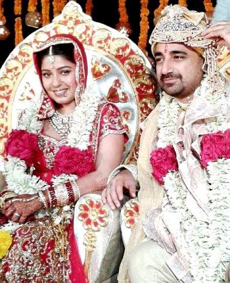 सुनिधि चौहान और हितेश सोनिक की शादी की तस्वीर