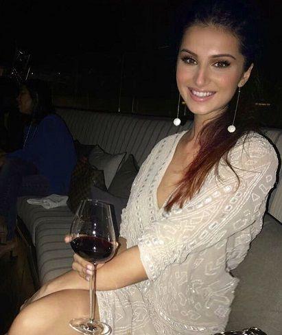 तारा सुतारिया शराब पीती हैं
