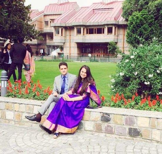 मसूरी में अतहर आमिर खान और टीना डाबी