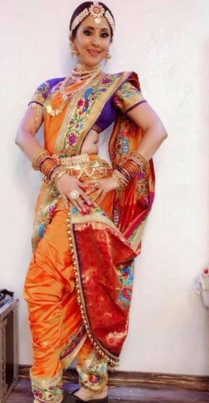 उर्मिला मातोंडकर ने शास्त्रीय नृत्यांगना के रूप में कपड़े पहने