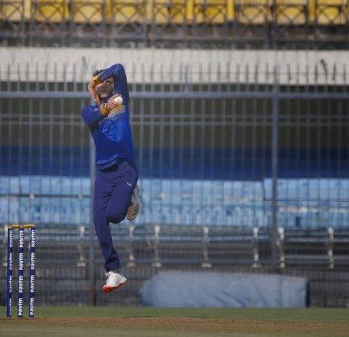 इंदौर के होल्कर स्टेडियम में विजय हजारे ट्रॉफी में झारखंड के लिए उत्कर्ष सिंह