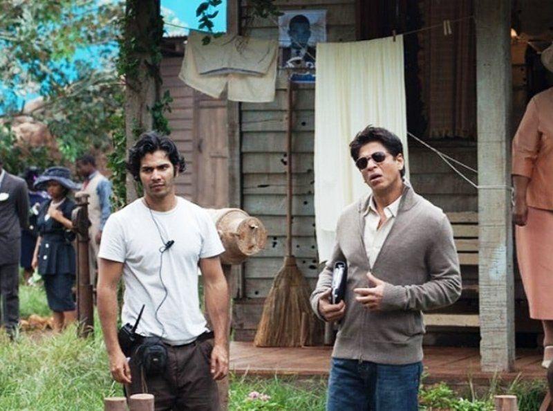 माई नेम इज खान के सेट पर सहायक निर्देशक के रूप में वरुण धवन
