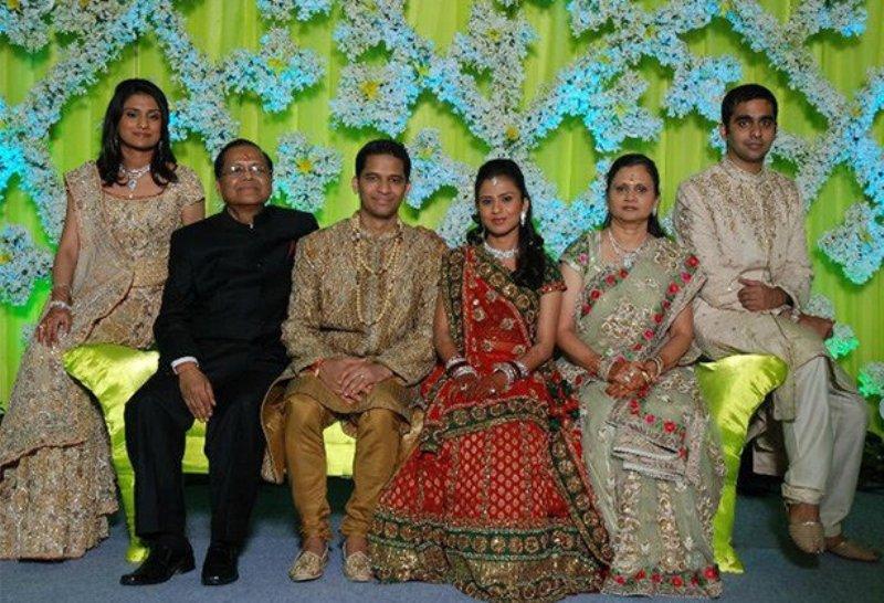 Vinati Saraf Mutreja, Vinod Saraf, Parshant Mittal, Viral Saraf Mittal, Kavita Saraf, Mohit Mutreja