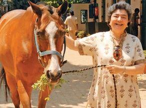 जिया मोदी अपने घोड़े सैक्रियुस के साथ